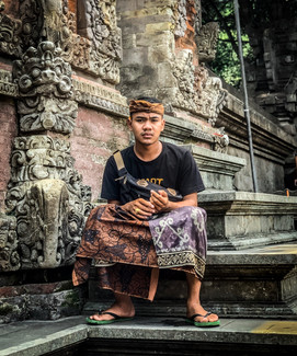 Locals at Tirta Empul in Ubud, Bali | On Airplane Mode