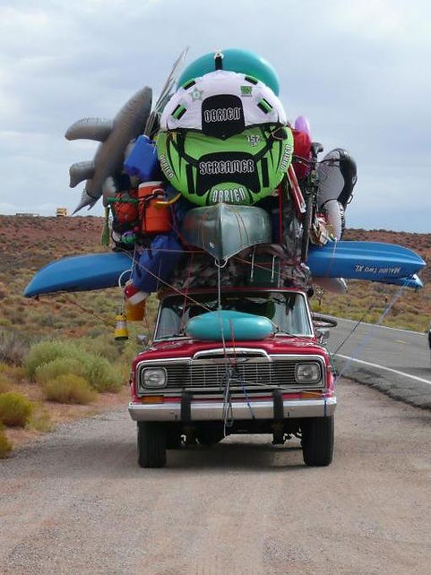 An image of n overloaded car.