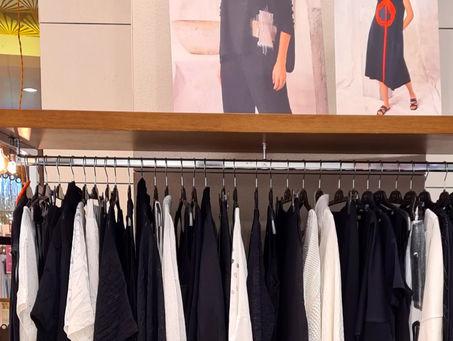 Оптовый шоурум дизайнерской одежды.