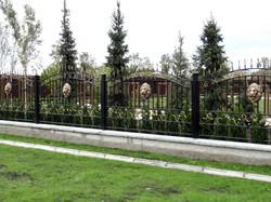 Пример использования барельефа Лев на заборе