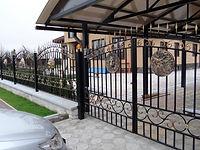 Барельеф на заборе и воротах