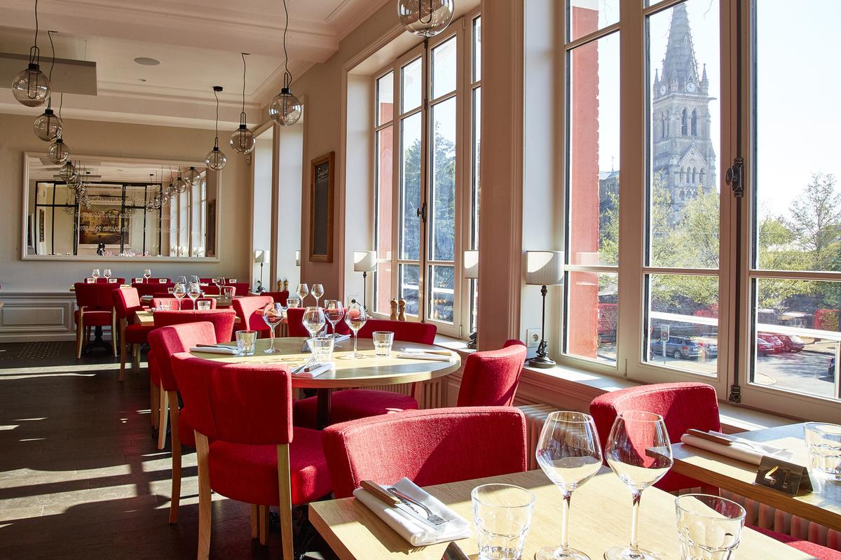 001_Brasserie_des_Monts_d_Or-salle-restaurant-eglise-st-Cyr-lyonresto