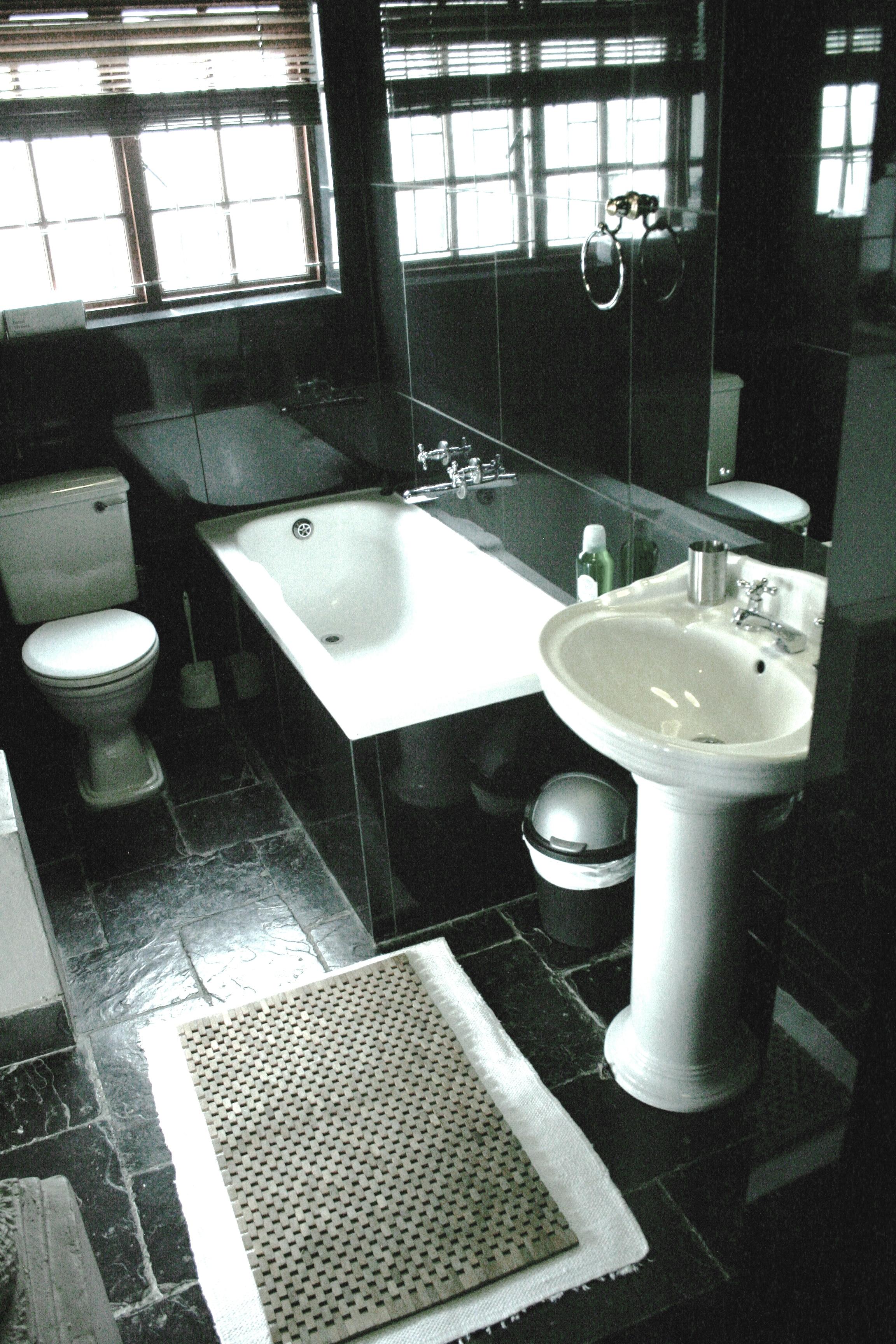 YELLOW Room BATHROOM