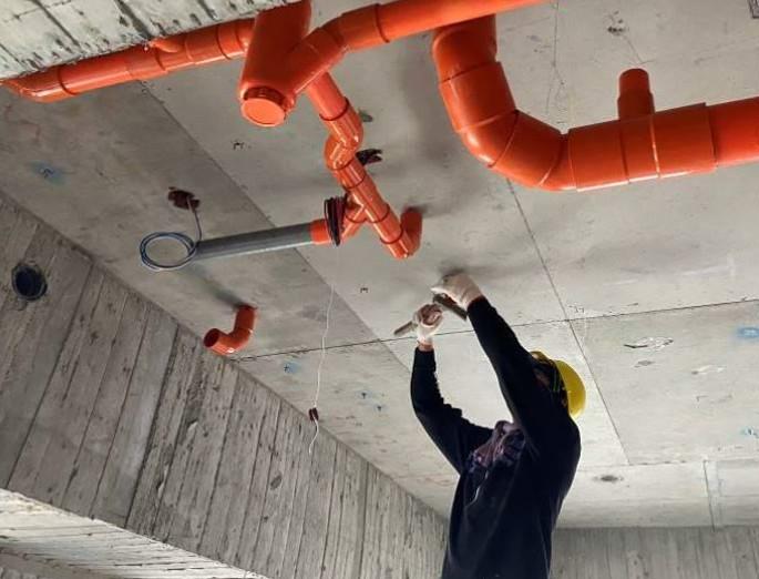 B 棟 9F 室內排水吊管施作