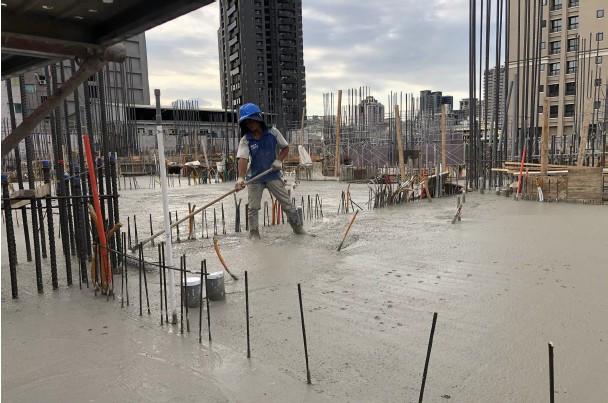 2FL 混凝土澆置整平作業