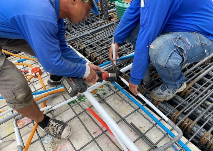 A棟6F底板水電配管(給水管路壓接配置)