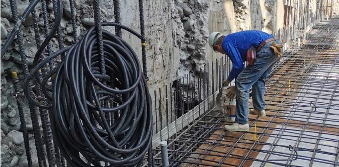 B3FL RC 前外牆混凝土介面灑水泥粉