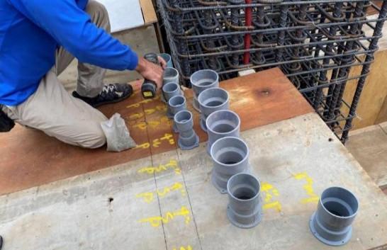 1F 底板水電放樣(管道間套管施作)
