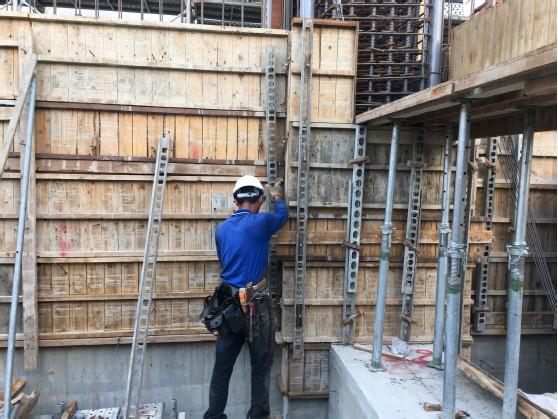 2F 撐牆模板封模組立作業