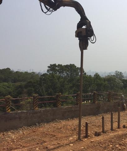 二期鋼軌樁施作