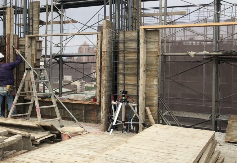 B 棟 14F 牆柱模板組立