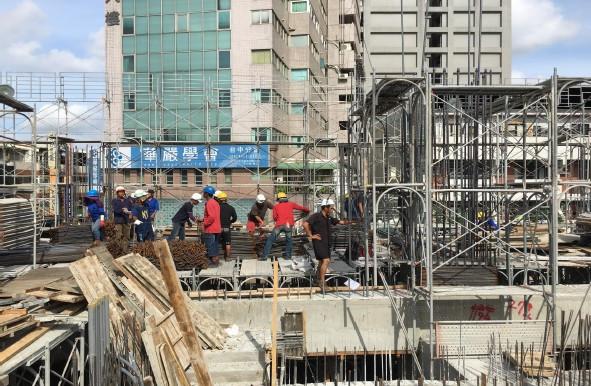 1MFL柱鋼筋綁紮施工