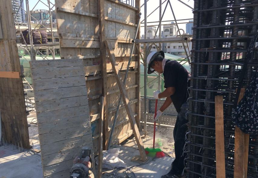 4F(B棟)柱模板組立作業前清潔
