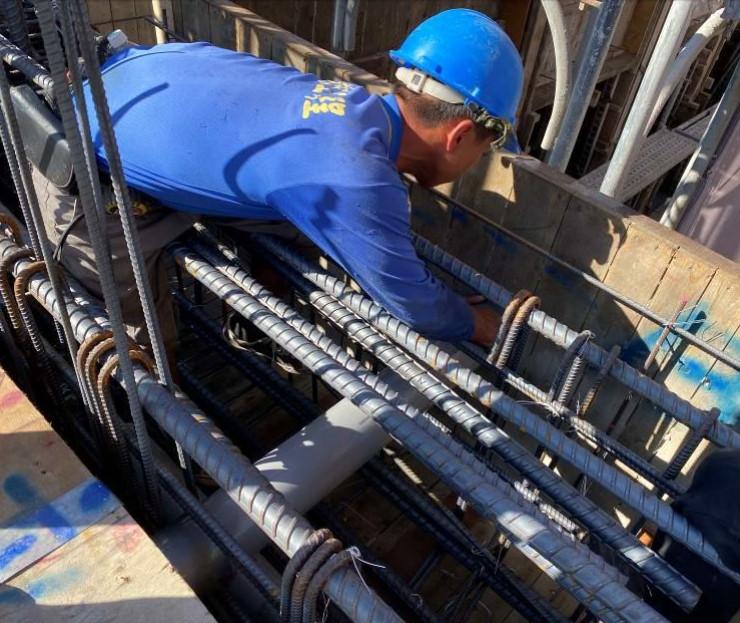 A棟6F底板水電配管(穿樑套管施作)