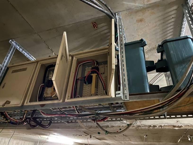 地下室正式臨時電架設