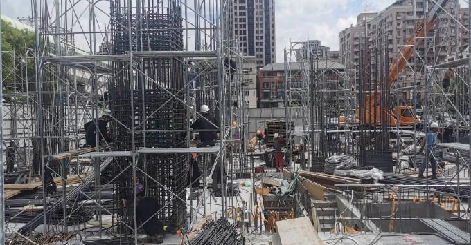 1樓柱鋼筋施工