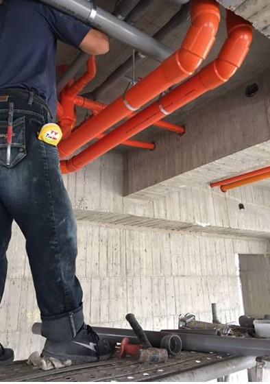 B棟4F底排水吊管施作