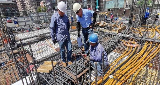 1F鋼結構預埋螺桿施工