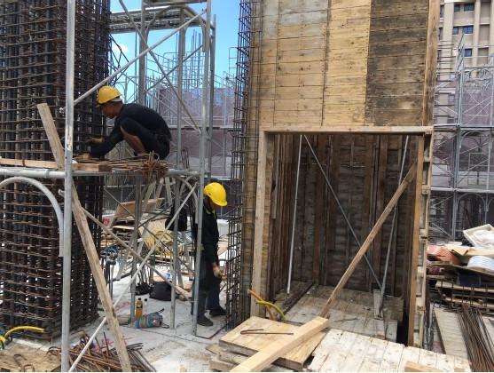 2 F 柱鋼筋綁紮施工