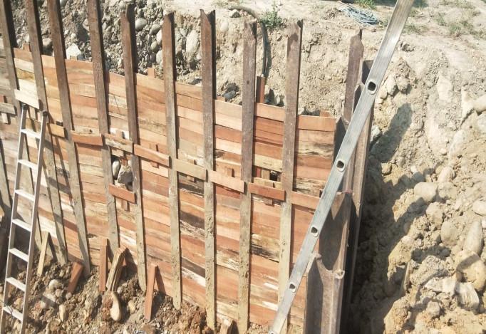 會館鋼軌樁襯板施作