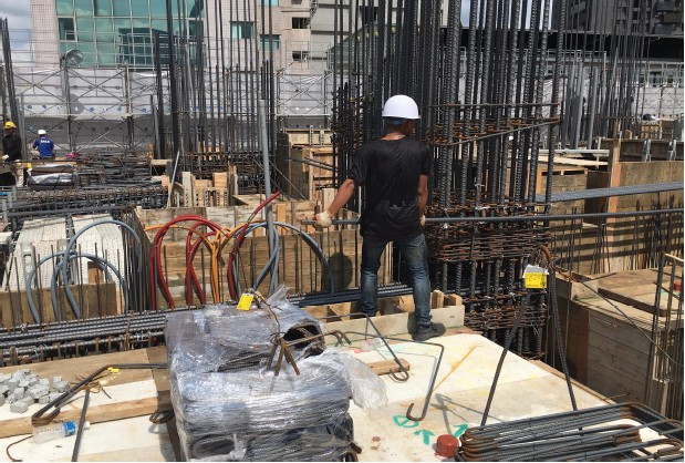 1 M F 樑、鋼筋綁紮施工