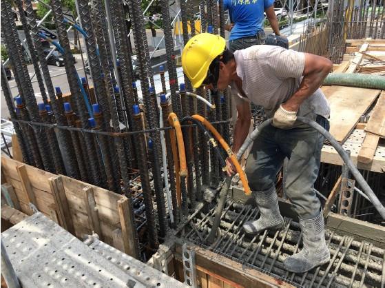 1M FL(夾層)混凝土澆置作業
