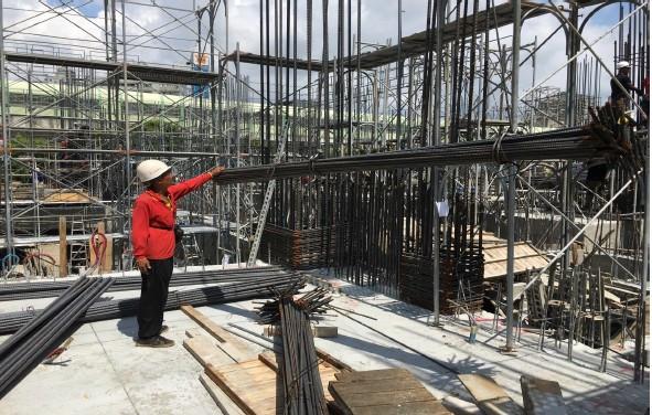 1M FL 柱鋼筋進料及吊料