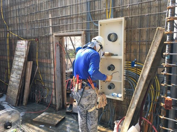 2F柱牆水電配管(開關箱安裝定位)