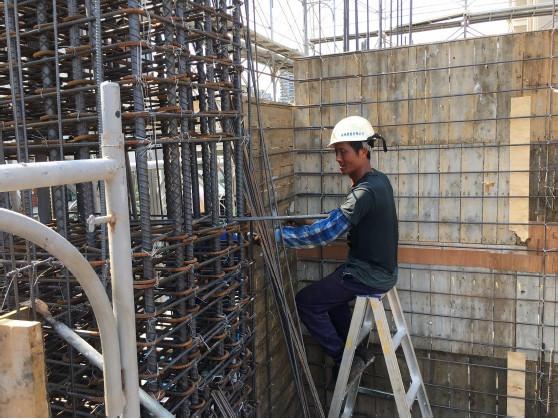 1MF 柱、牆鋼筋綁紮施工