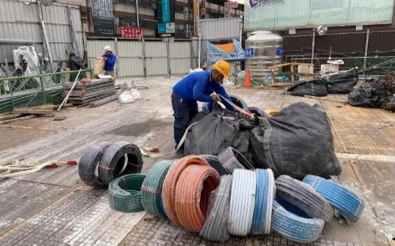 工區構台拆除前,水電物料整理