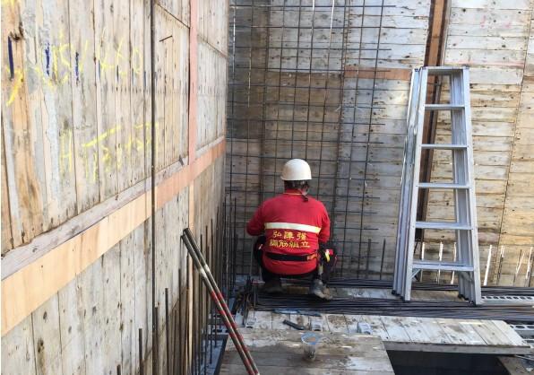 2FL 撐牆鋼筋綁紮施工
