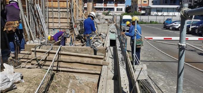 1F 北側排水溝模板施工