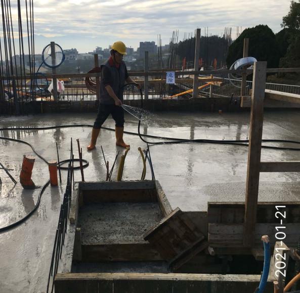 會館、S、D4 區 2FL 樑版混凝土灑水養護