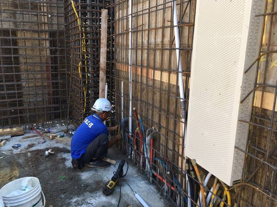 2F柱牆水電配管(給水管路壓接配置)