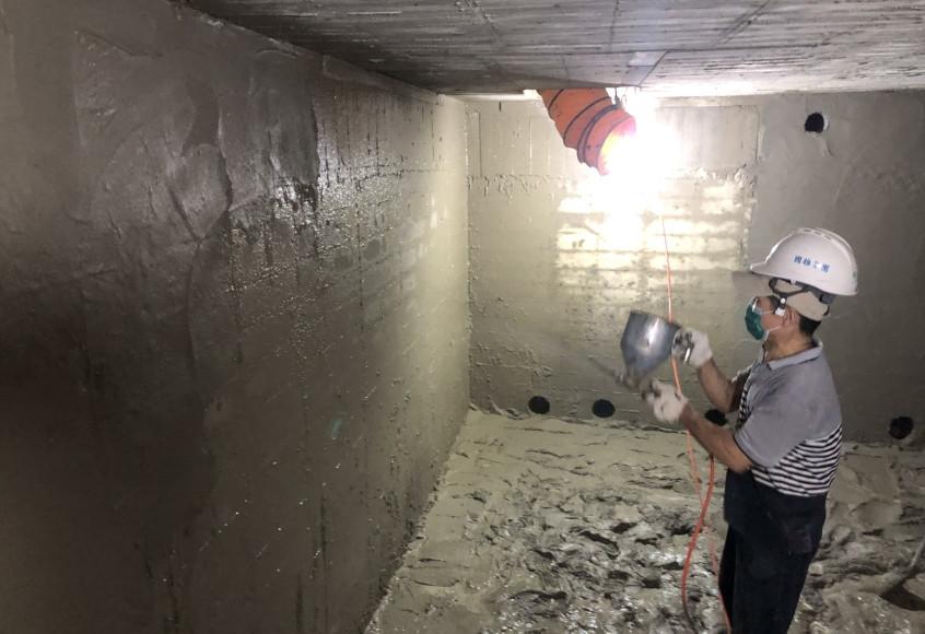 B5筏基防水粉刷作業-介面黏著劑噴塗