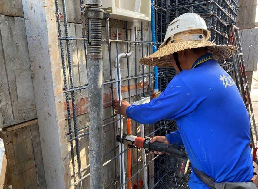 B棟5F柱牆水電配管(給水管路壓接配置)
