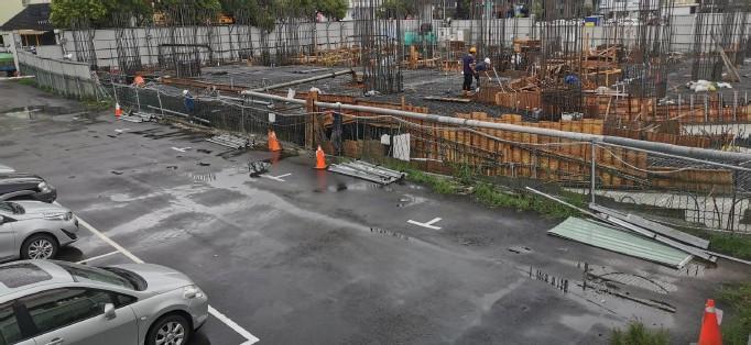 1F鄰接停車場施工圍籬拆除作業