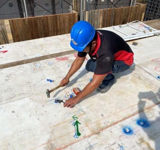 A 棟 7F 底板空調預埋螺母放樣施作