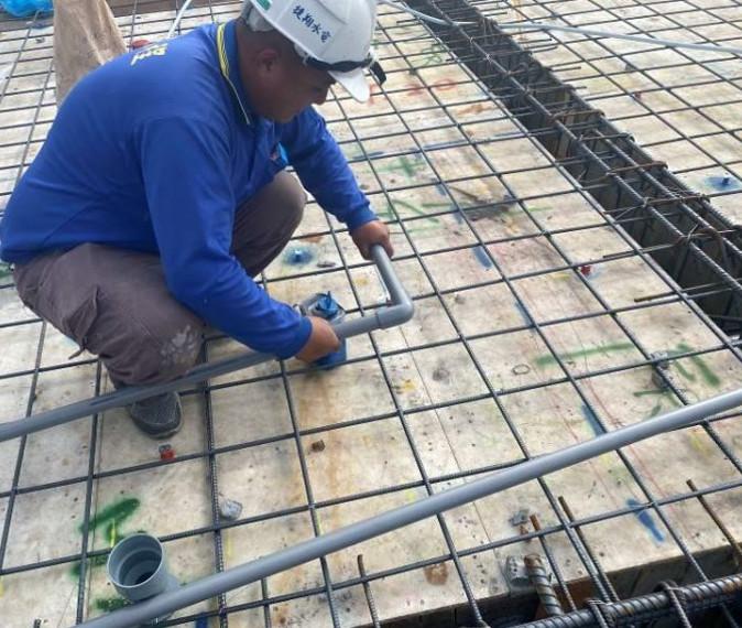 B 棟 8F 底板水電配管(冷氣排水配置)