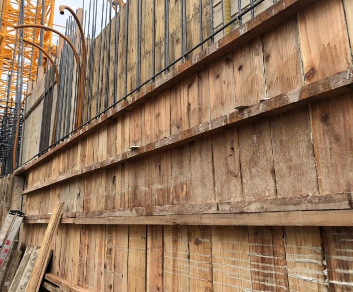 B 棟 15F 牆、柱模板組立