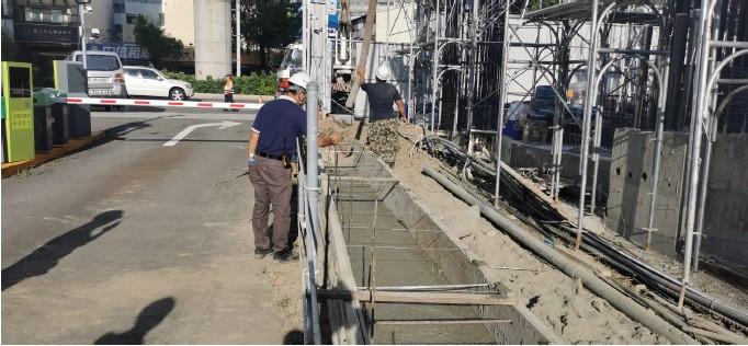 1F 排水溝混凝土澆置作業
