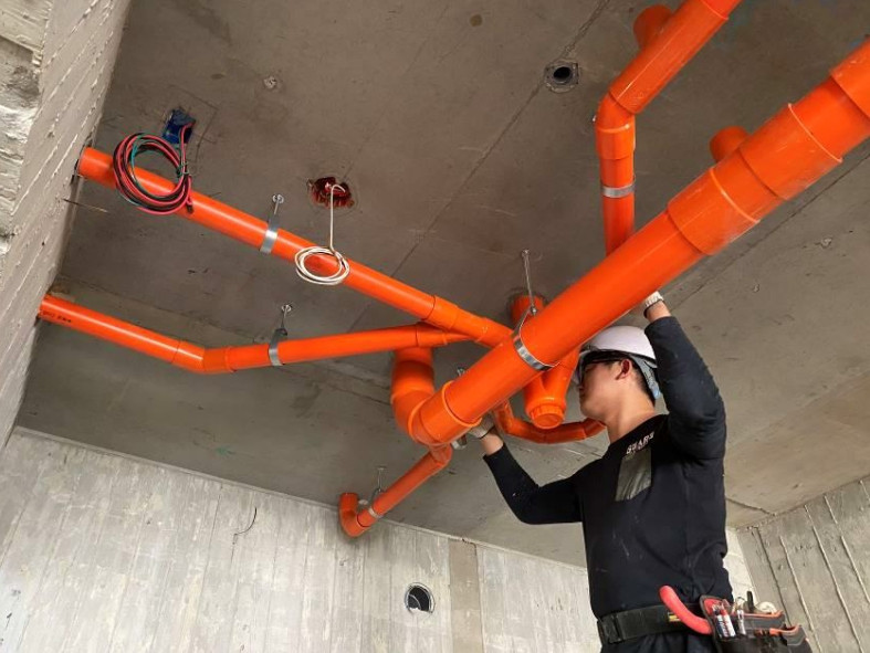 B 棟 4F 室內排水吊管施作