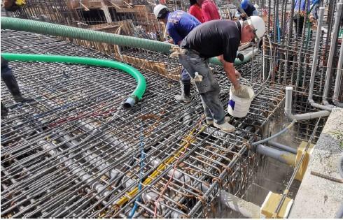 1F第一階段低版區R.C澆置新、舊混凝土界面撥水泥漿
