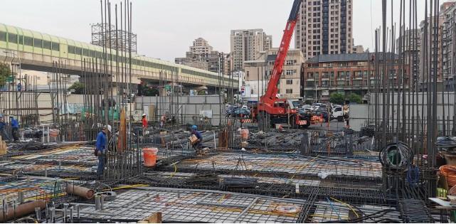 1F上層版鋼筋吊料施工