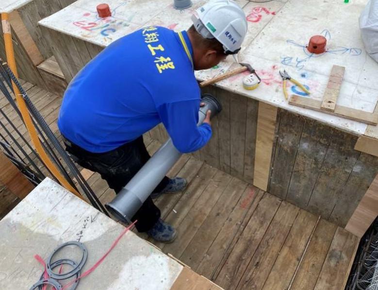 A棟6F底板水電放樣(穿樑套管位置放樣)