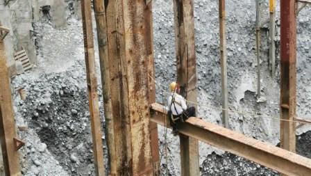 13.構台柱連結板焊接