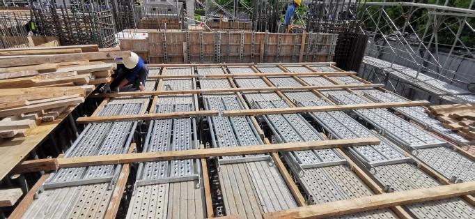 1MF施工排架組立後模板支撐角材固定