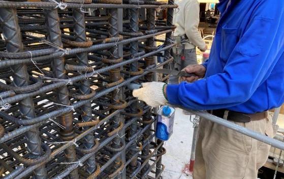 B1F 柱牆水電配管(臨時水出水口)
