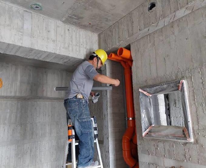 B棟10F室內排水吊管施作