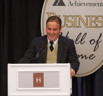 Kurt Ieuter at podium.jpg